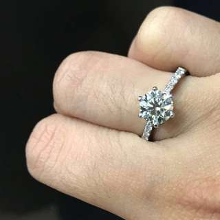 Engagement ring diamond 2.2cts clear white