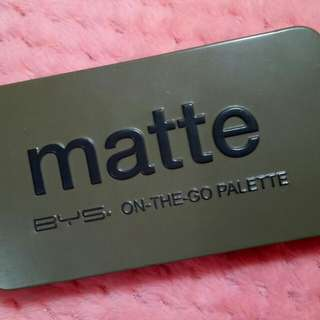 MATTE on-the-go Eyeshadow palette