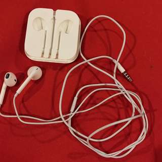 GENUINE AUTHENTIC ORIGINAL IPHONE Apple Earpods with 3.5 mm Headphone Plug NO remote mic/audio controls