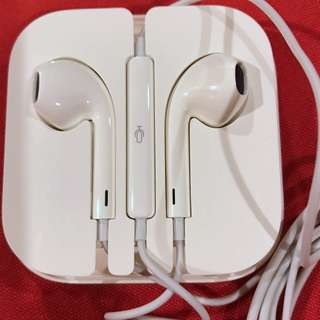 GENUINE AUTHENTIC ORIGINAL Apple iphone Earpods with 3.5 mm Headphone Plug with remote mic and volume control