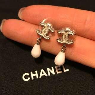 Chanel crystal earring