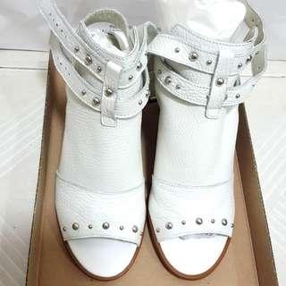100%全新英國TOPSHOP真皮白色露趾涼鞋,超舒服!