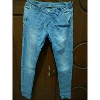 Celana levis panjang