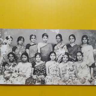BEAUTIFUL GIRLS - india - vintage b/w black & white PHOTO