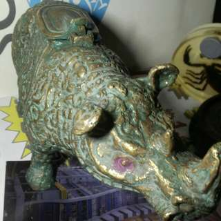 小見!犀牛題材黃銅質聚寶盆