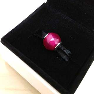 Pandora PANDORA GEOMETRIC FACETS WITH SYNTHETIC RUBY CHARM