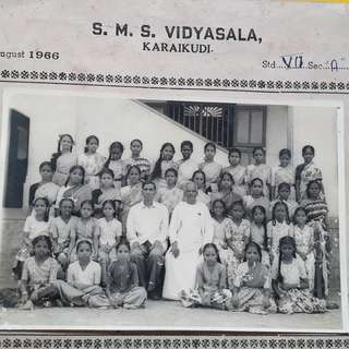 S.M.S. VIDYASALA , KARAIKUDI , Tamil Nadu , India - 1966 - vintage Class Group Photo.