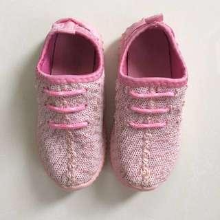 Sepatu anak sporty pink