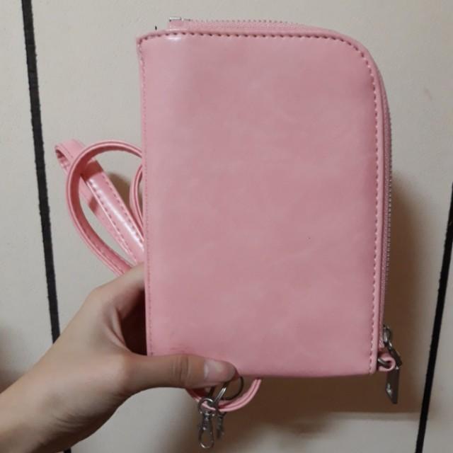 粉紅色頸掛包