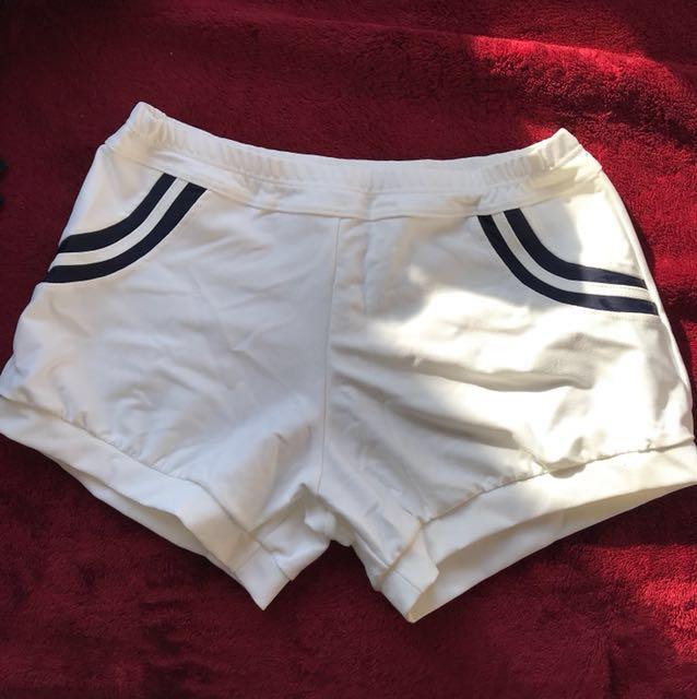 全新 白色小短褲