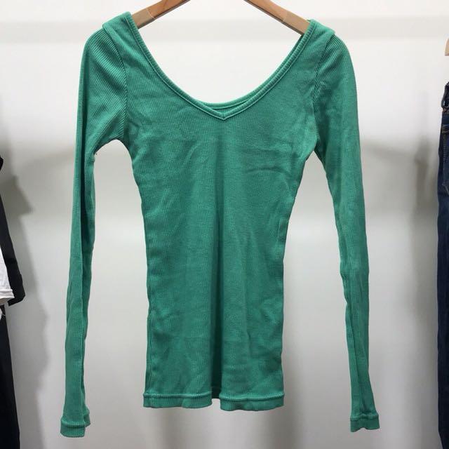 (二手良品)綠色 合身 雙面領 螺紋 上衣