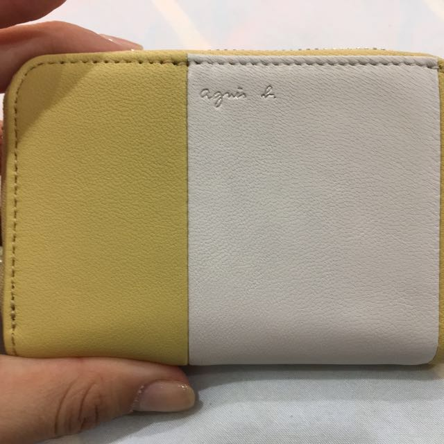 agnes b.草寫LOGO雙色拼接羊皮零錢包(黃白)