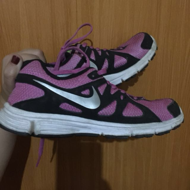 Authentic Nike running / gym shoes