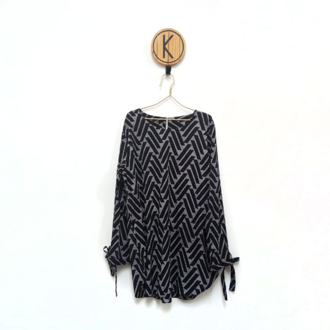 Black Ribbon Blouse - Blouse Abstrak Pita