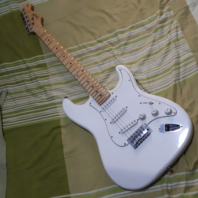 Fender Stratocaster Price >> Price Slashed To Rm300 Only Fender Stratocaster Copy Guitar