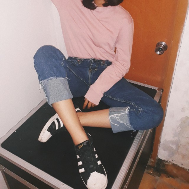 Fold ripped jeans