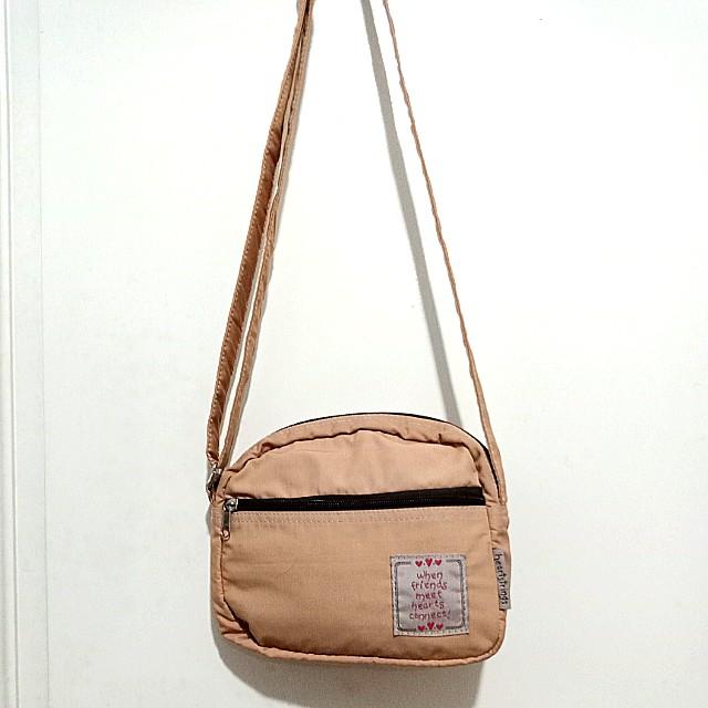 Heartstrings sling bag