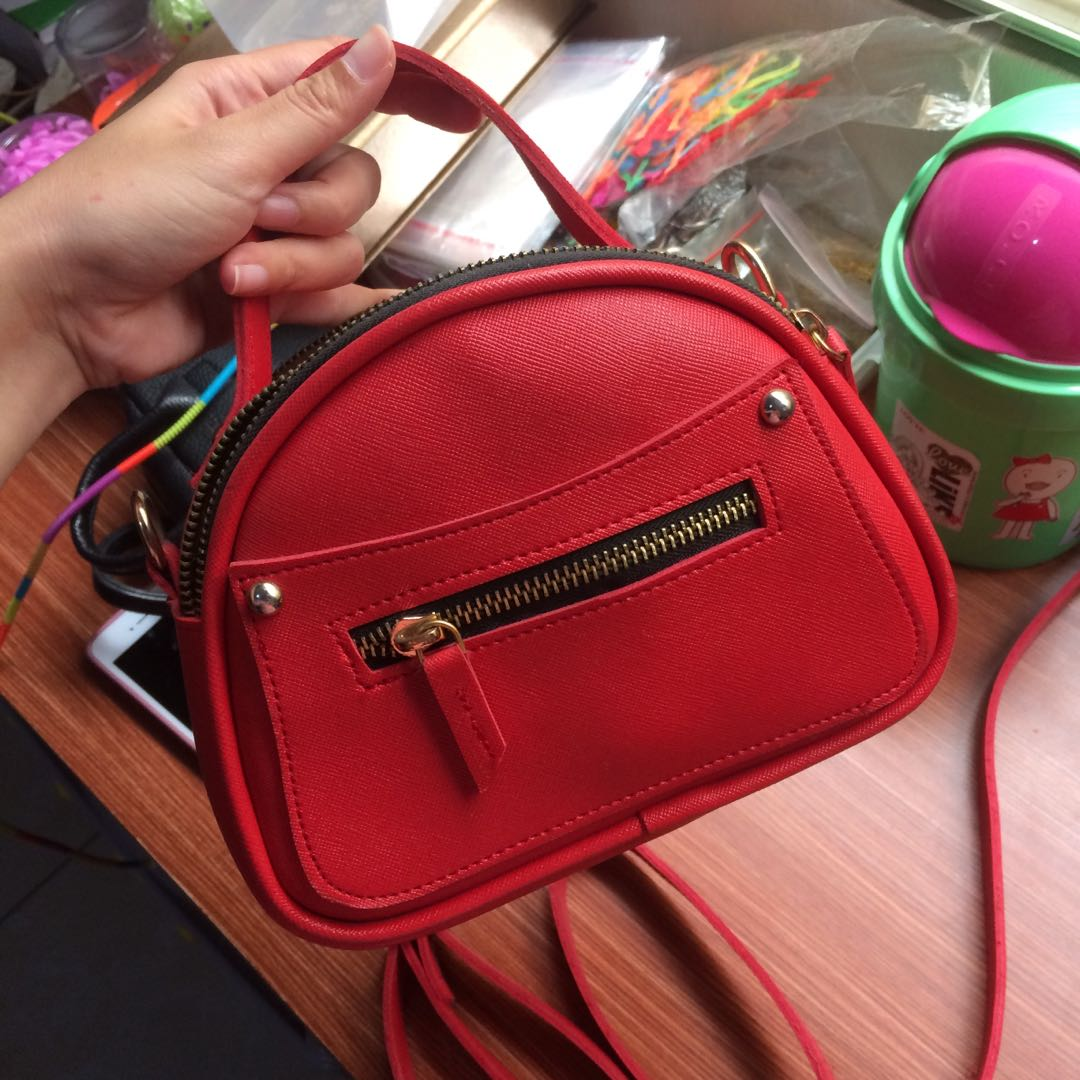 Red oval hand/slingbag