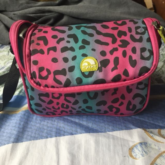 REPRICED!! Igloo lunch bag