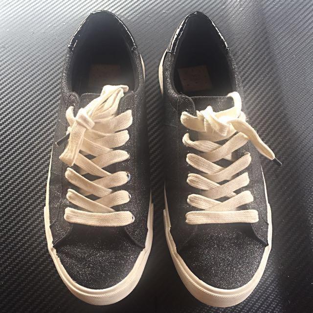 ⬇️REPRICED⬇️Bershka Sneakers