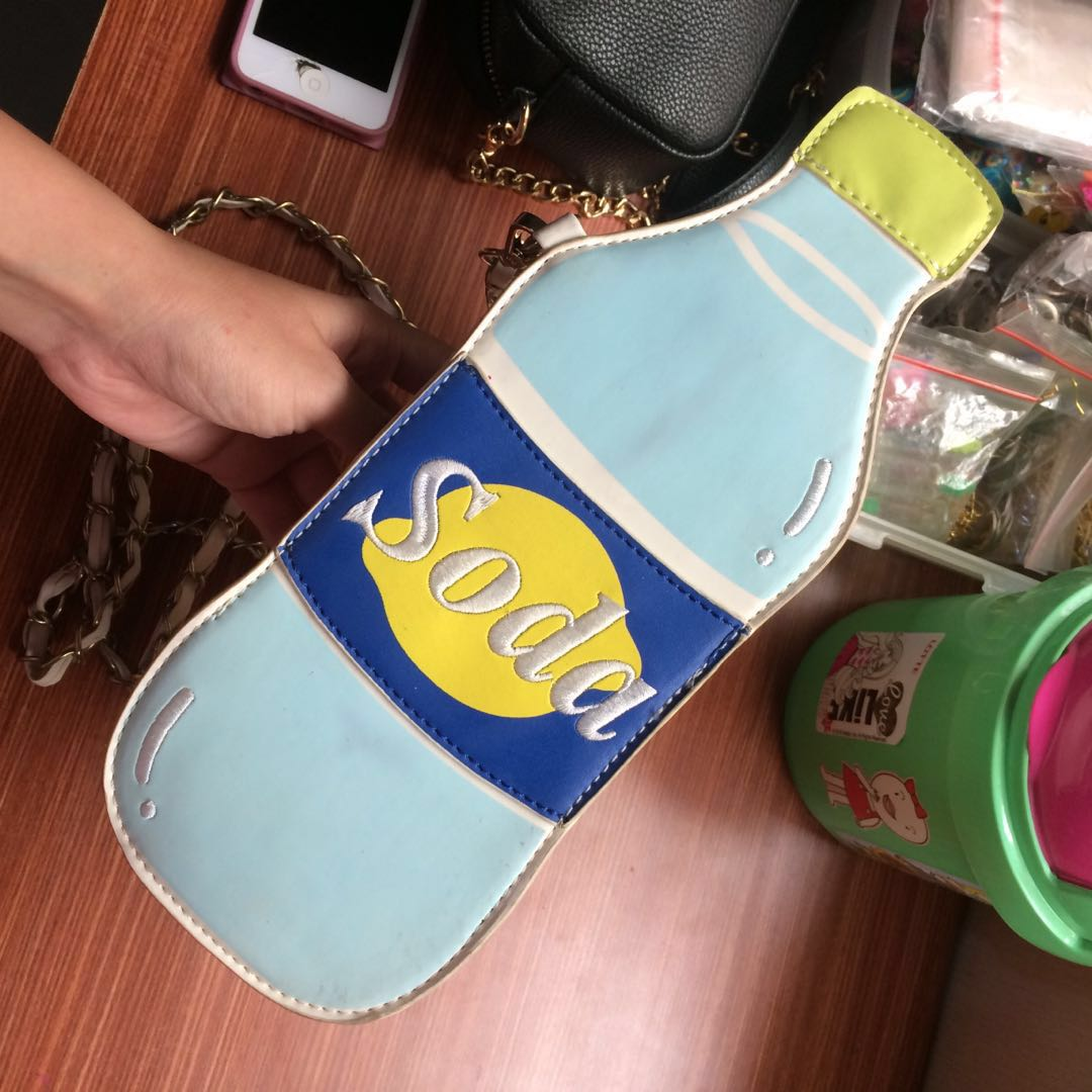 Soda slingbag