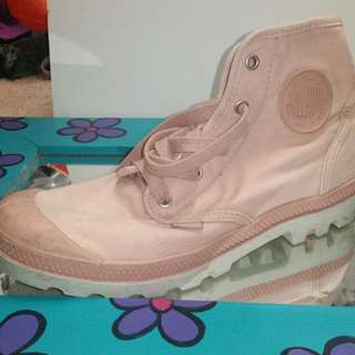 Pink size 10 Palladiums boots