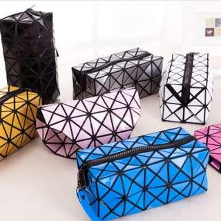 Geometric Cosmetic Pouch (PO)