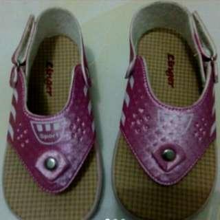Sepatu sandal anak size 24
