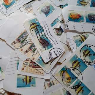 100 STAMPS LOT - SINGAPORE - Randomly Selected - on Paper - marine life , Fish Thematic