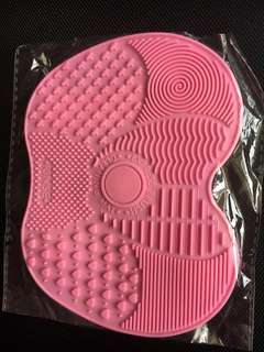 Brush silicon cleaner pad