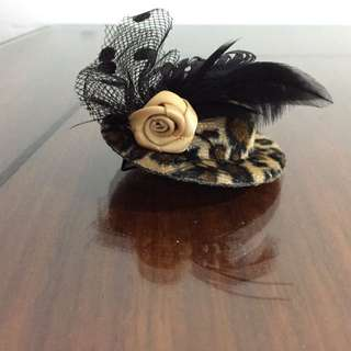 Leopard print mini hat hair clip