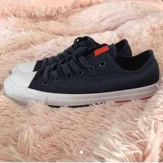 Size 7 converse shoes