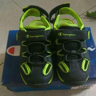 Sepatu champions beli D Payless