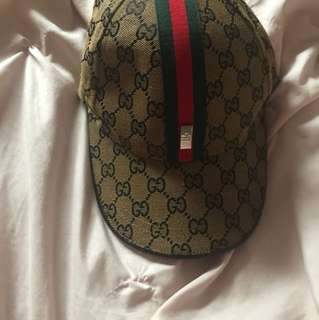 brown gucci hat with stripe
