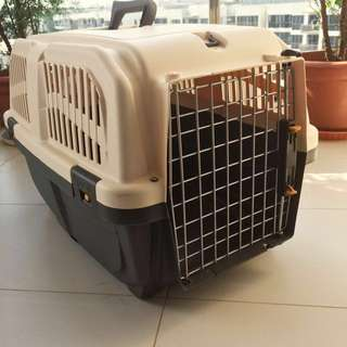 Pet carriers (dog/cat) cages