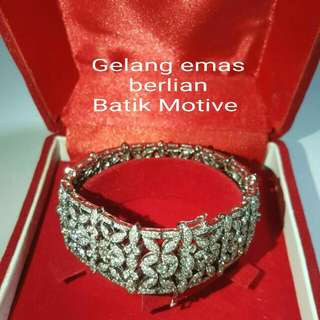 Gelang Emas Berlian Batik Motive.