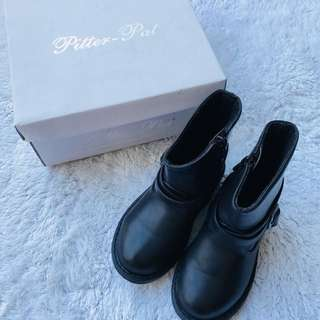 pitter pat black boots 2 or 3 yo