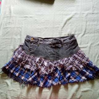 Ragged mini-skirt