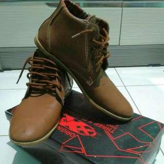 Sepatu boot Plt