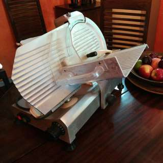 Meat slicer (professionnal, for intensive use)