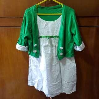 Baju kaos hijau dengan bolero