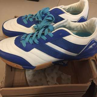 Sneakers size 11