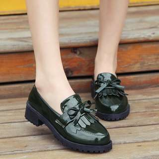 Solid Coloured Ribbon Tie Tassel Designed Glossy Patent Loafers