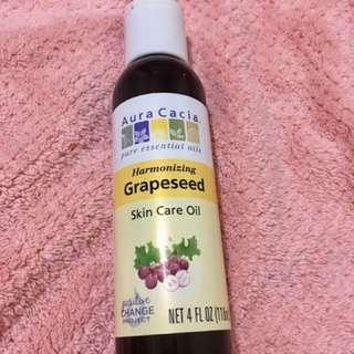 Pure Organic Grapeseed oil- Reduces sebum production!!