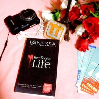 Red room: Her secret life by Vanessa