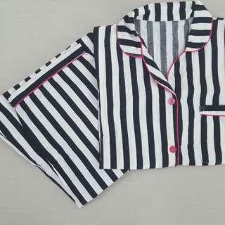 Piyama Set dari @pajamas_inc Atasan Lengan Pendek Bawahan Celana Panjang Ukuran L Warna Hitam Putih Garis2 Pink