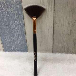 Anastacia Fan Brush