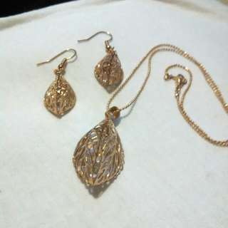 Fashion jewelry-gold colored leaf earring and necklace set