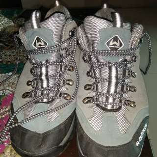 Sepatu w outdoor nmr:42.5