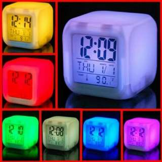 Jam Weker - Digital Glowing Alarm Clock - 7 LED Color Change